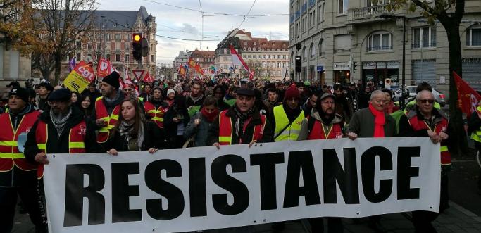 Gelbwesten werden wieder stärker – Französische Regierung droht mit verschärftem Demonstrationsrecht