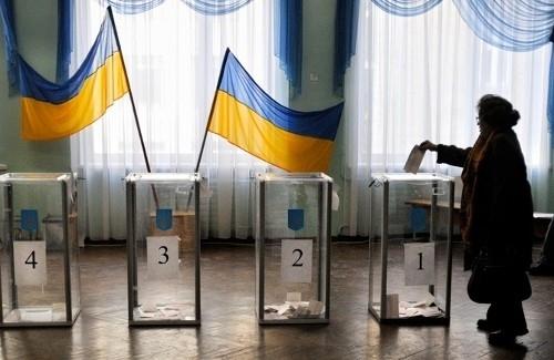 Ukraine-Wahl: Schauspieler und Komiker Selensky in der Stichwahl gegen Oligarchen-Präsident Poroschenko