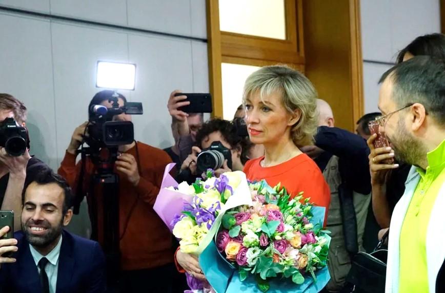 Das russische Außenministerium über Pressefreiheit in Europa – Diesmal am Beispiel Frankreich