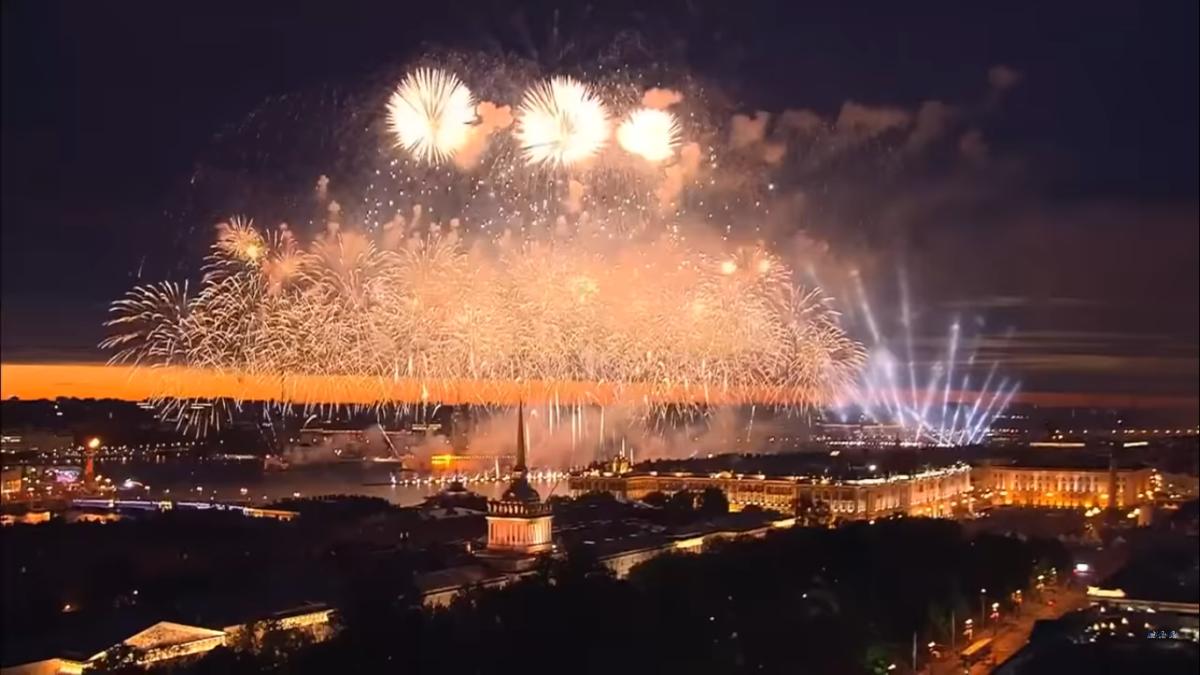 Mal was positives: In dieser Nacht fand in Petersburg eines der größten Volksfeste der Welt statt