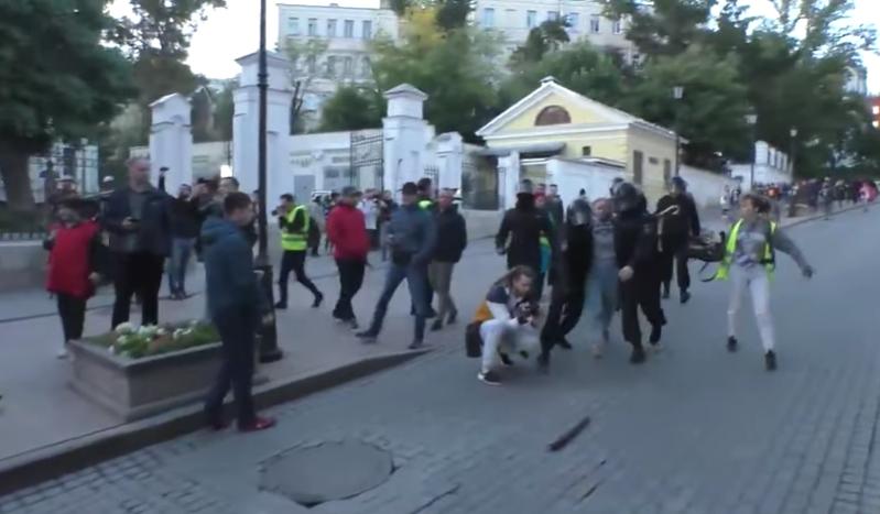 Moskau: Erster Fall von Polizeigewalt aktenkundig – Warum berichten die deutschen Medien nicht?
