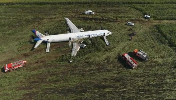 """Notlandung bei Moskau: Warum russische Piloten in deutschen Medien nicht als """"Helden"""" bezeichnet werden"""