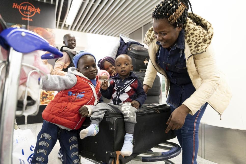 """Gibt es ein """"Umsiedlungsprogramm"""" für Afrikaner nach Europa?"""