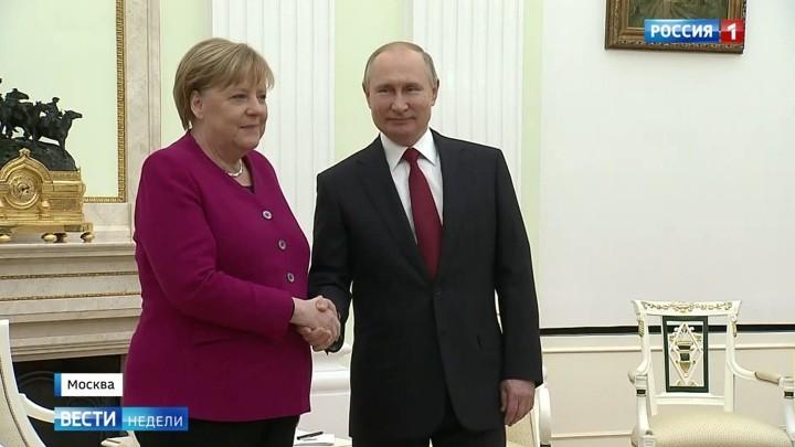 Merkel bei Putin: Wie das russische Fernsehen über den Besuch der Kanzlerin berichtet hat