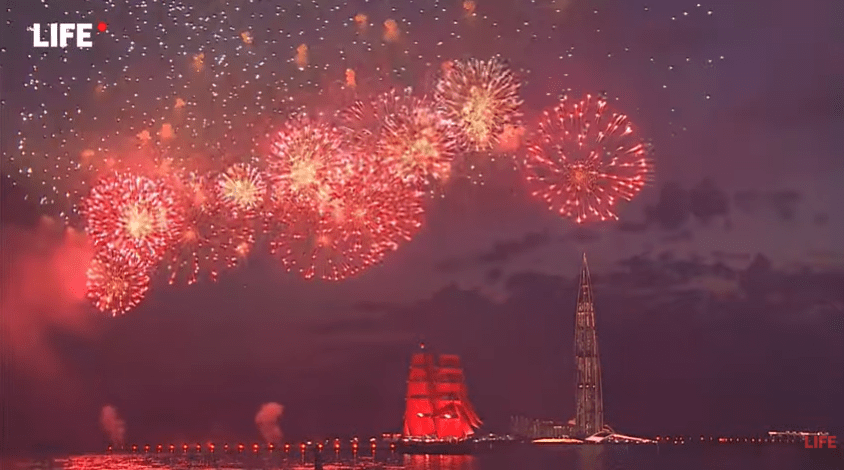 Gute Nachricht zum Wochenanfang: Corona oder nicht, Russland feiert seine Schulabgänger mit Feuerwerk