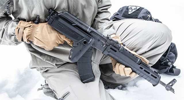 Zum Ärger der westlichen Rüstungsindustrie – Russland präsentiert Kalaschnikow für Nato-Staaten