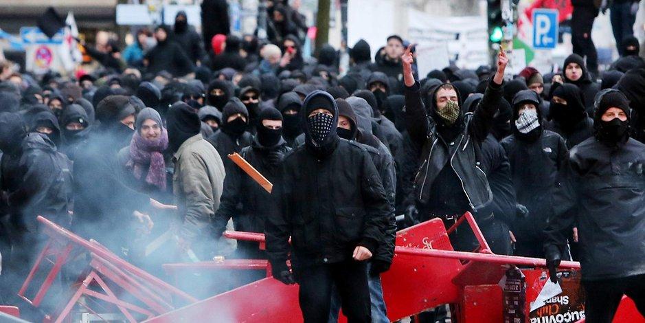 Weimarer Verhältnisse: Satirikerin darf nach Drohungen von Radikalen nicht in Hamburg auftreten