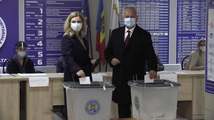 Zweite Runde der Präsidentschaftswahlen: Das russische Fernsehen über die Lage in Moldawien