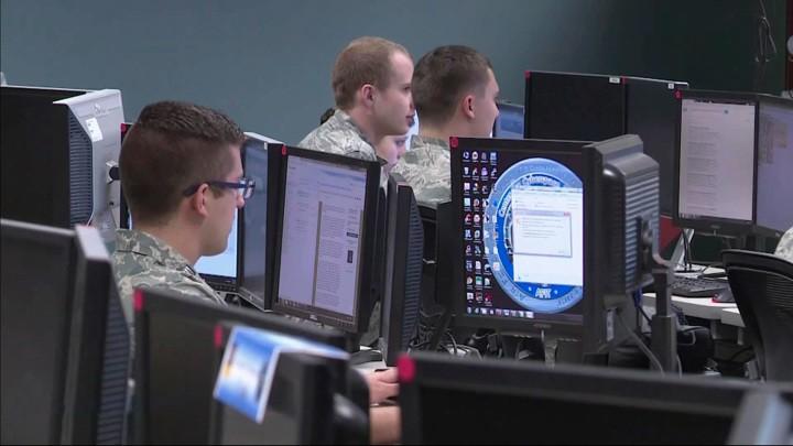 Das russische Fernsehen über die Hackerangriffe auf die USA und die Ziele von Joe Biden