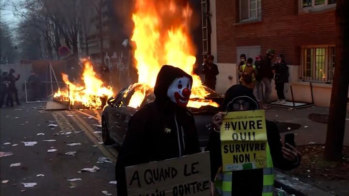 Das russische Fernsehen über die Unruhen in Frankreich